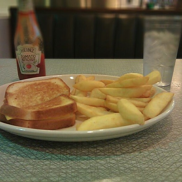 Grilled Cheese Sandwich @ Majestic Diner