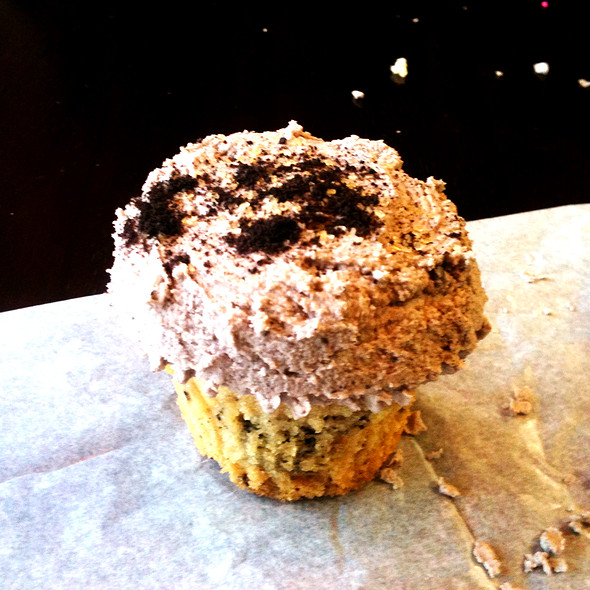 Cookies and Cream Vegan Cupcake @ Yummy Cupcakes