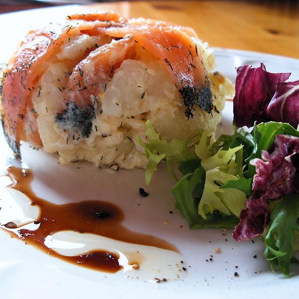 Gravadlax (marinated Irish Salmon with salt, sugar, dill & Irish whiskey) @ Connemara Smokehouse