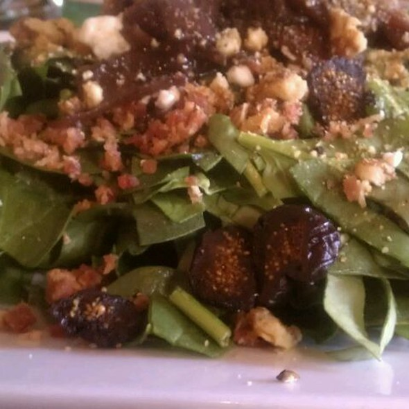 Proscuitto Fig Walnut Spinach Salad @ Sugo