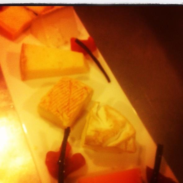 plateau de fromages @ Rue Saint Jacques Restaurant