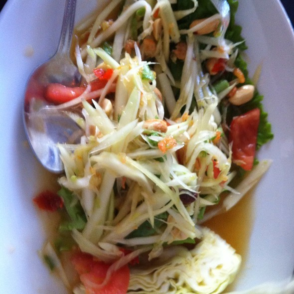 Green Papaya Salad (Som tum) @ Thai House Express