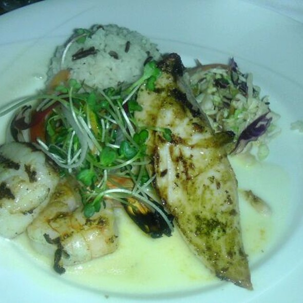 mixed seafood platter @ Hula Grill Waikiki