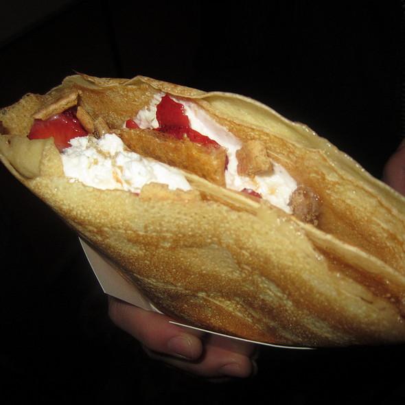 Strawberry Cheesecake Crepe @ Crêpes à la Cart
