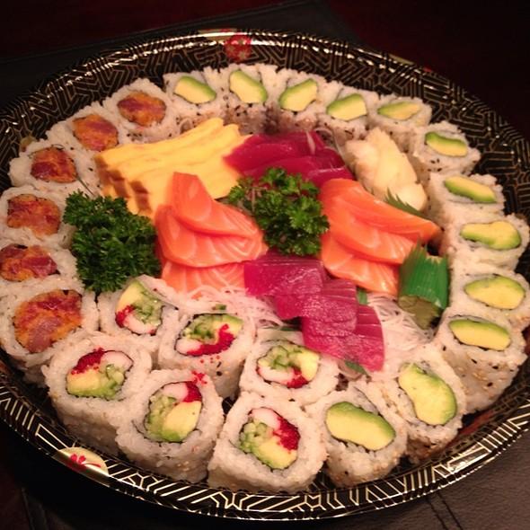Sashimi And Rolls @ Hello Sushiman