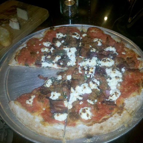 Maiale Pizza @ Sonoma Restaurant And Wine Bar