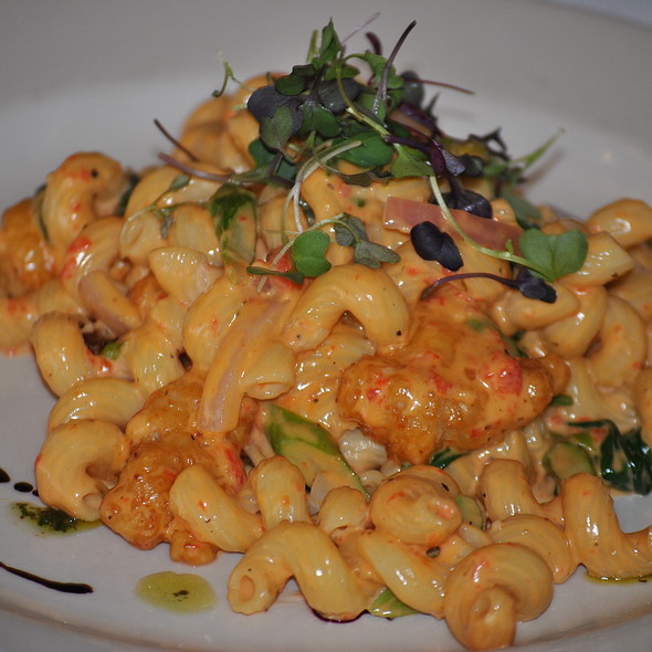 lobster cavatappi @ Court House Grille