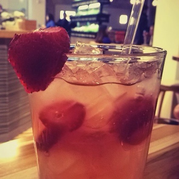 Strawberry Lemonade @ Lyfe Kitchen