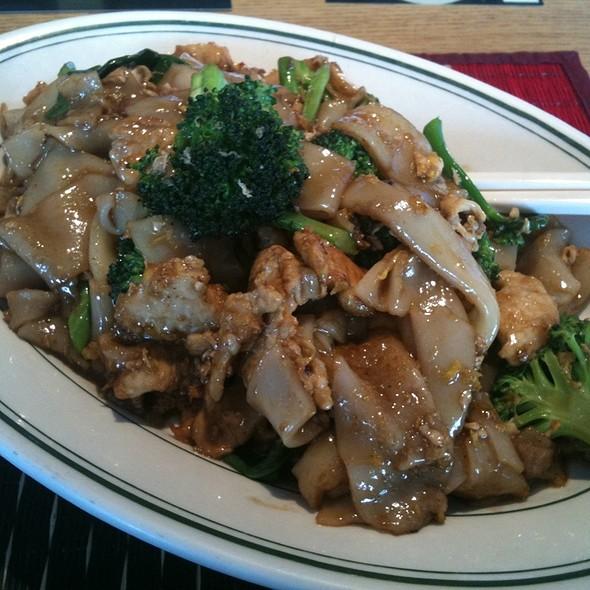 Pad See Ew @ Thai Kitchen