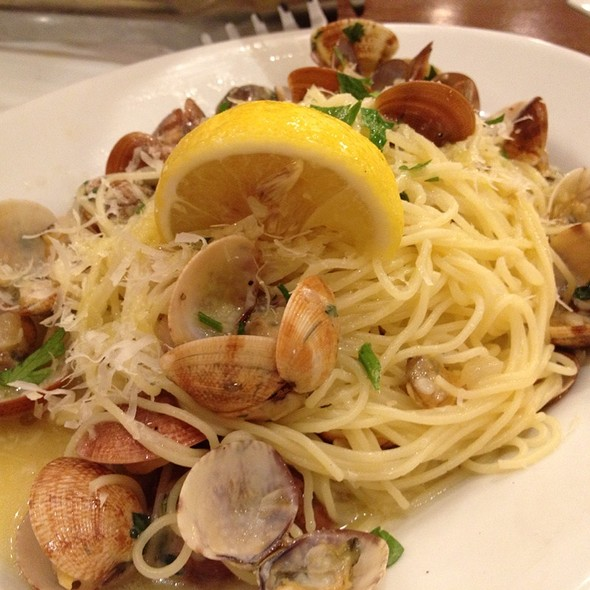 clams in spicy white wine sauce w garlic @ Cyma Estiatorio Greenbelt 2