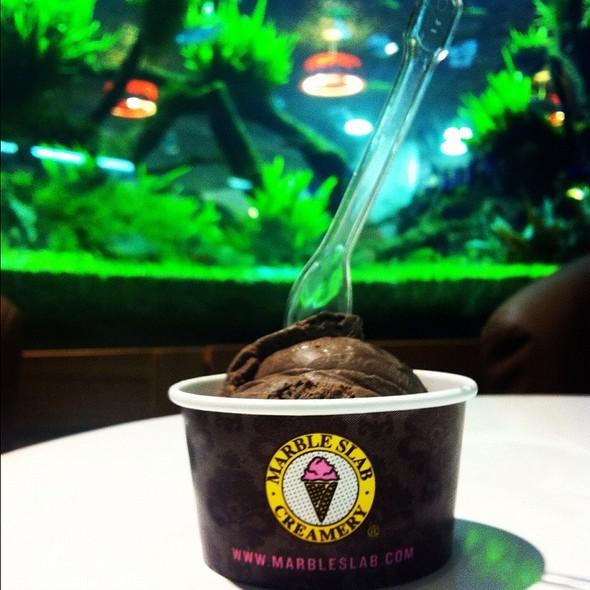 Dark Chocolate Ice Cream @ Marble Slab Creamery (112 Katong)