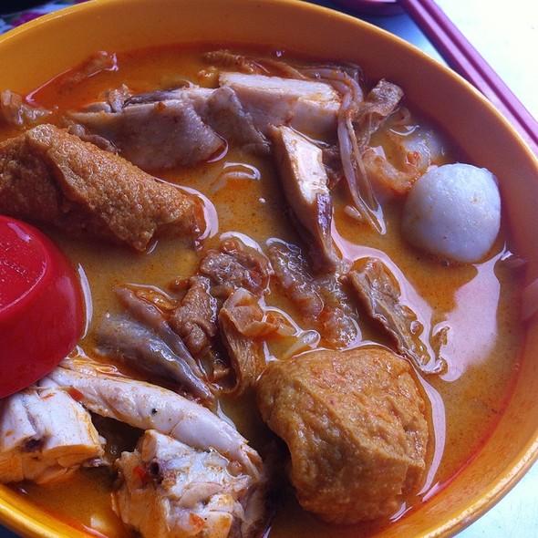 Curry noodles @ Restoran Hoi Yin, Teluk Chempedak