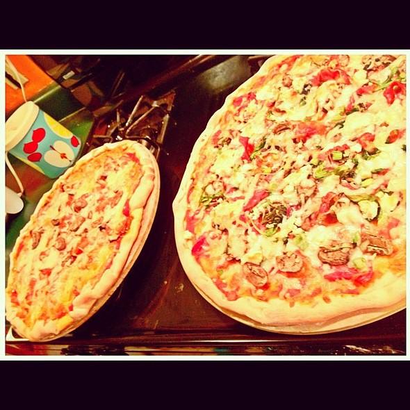 pizza night : prosciutto arugula & goat cheese <3 @ Haus Von KünWinkel
