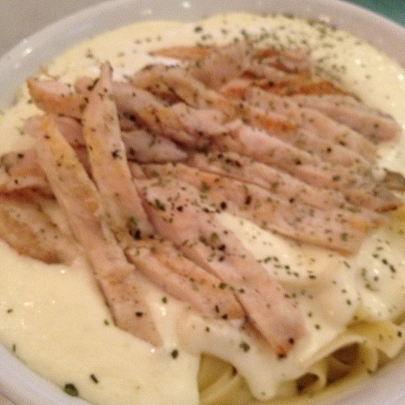 Fetucini Alfredo With Chicken @ Amore Pizza & Pasta