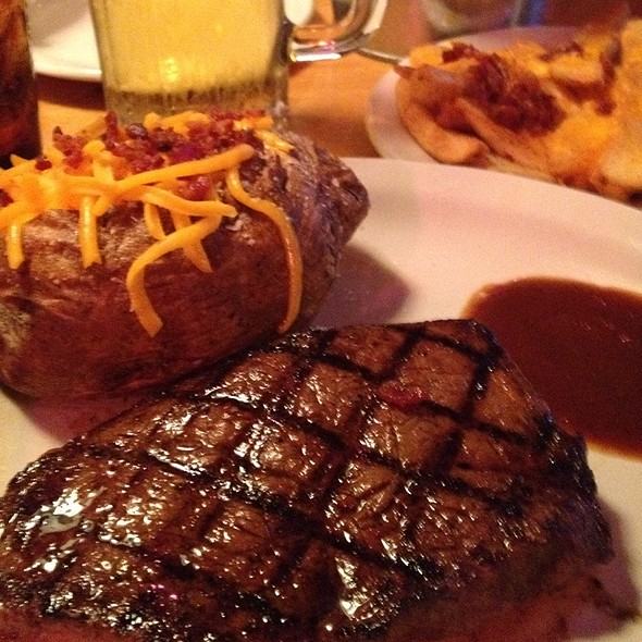 Choice Sirloin 11oz. @ Texas Roadhouse