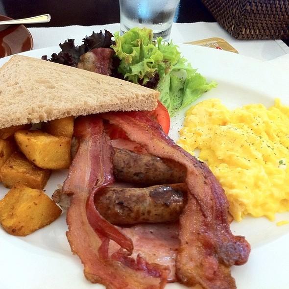 Big Breakfast @ Apartment 1B
