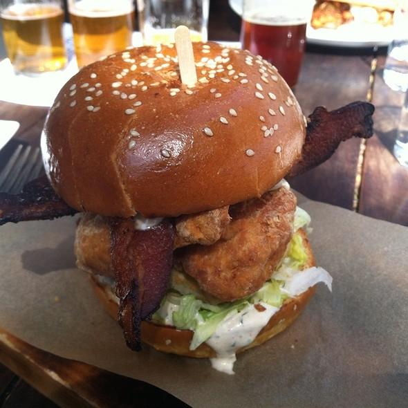 fried chicken @ city tavern