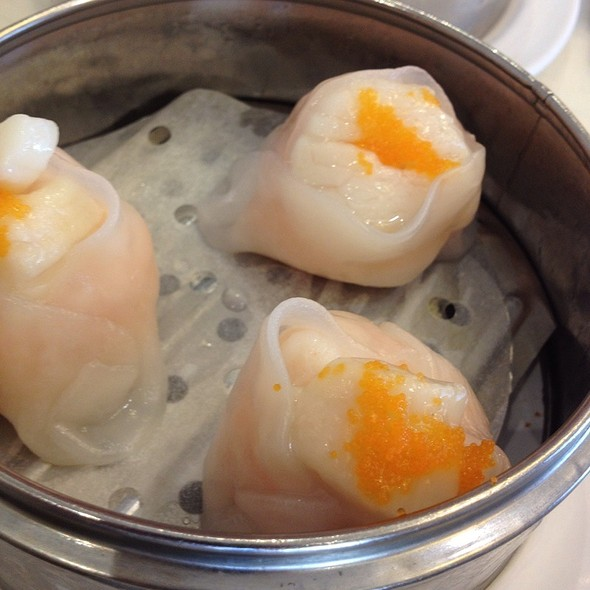 Shrimp Dumpling With Scallop And Fish Roe @ Sea Harbour Seafood Restaurant
