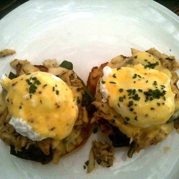 Crab Florentine Eggs Benedict @ Perla's