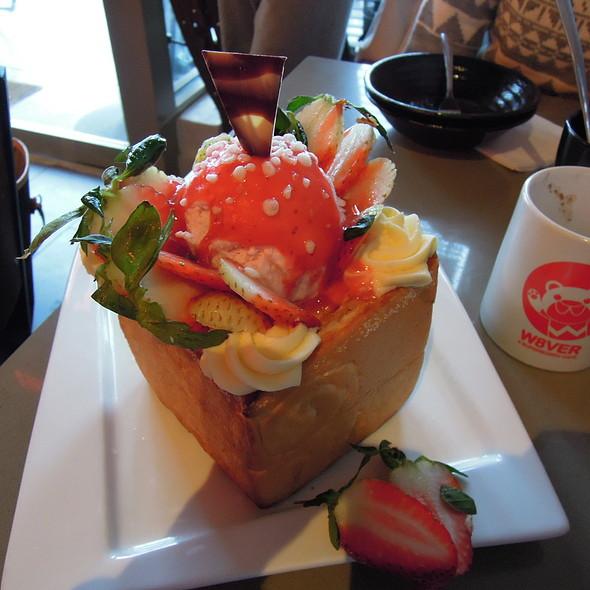 戀戀草莓蜜糖吐司 Strawberry Lover Honey Toast @ what8ver cafe