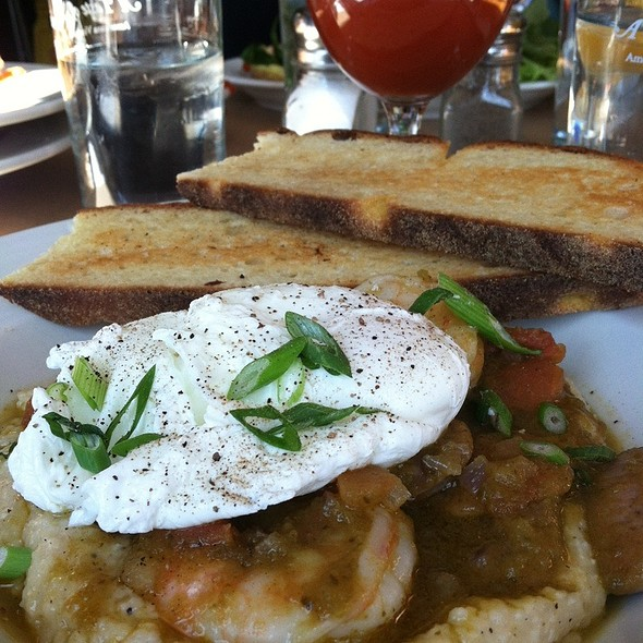Shrimp and Grits @ Americana Cafe