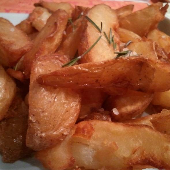 Batatas Rústicas @ Black Pepper &CO