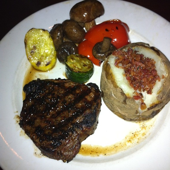 Top Sirloin Keg Classic @ The Keg Steakhouse & Bar - Mansion