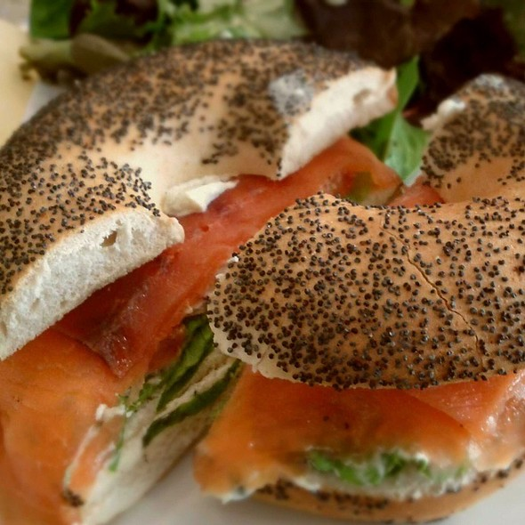 New York Bagel With Salmon And Cream Cheese