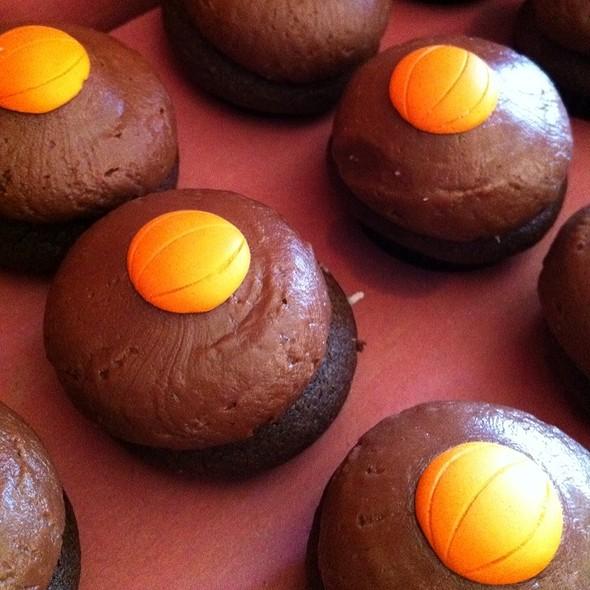 Mini Milk Chocolate Cupcakes @ Sprinkles Cupcakes