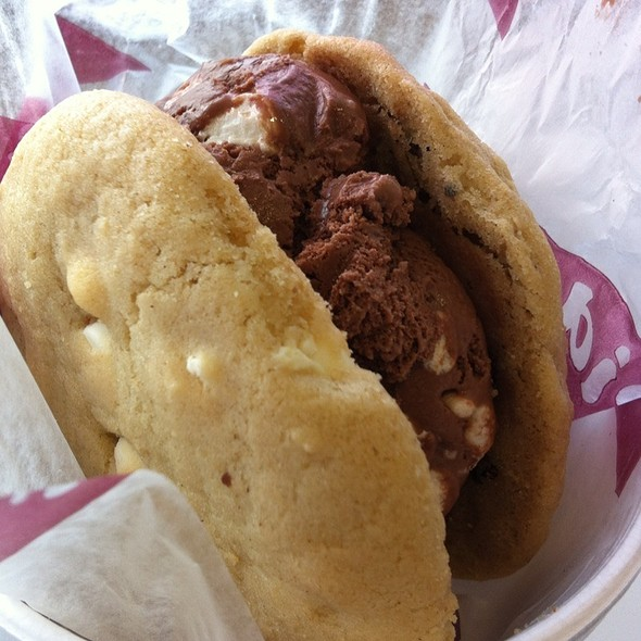 Ice Cream Sandwich @ Diddy Riese