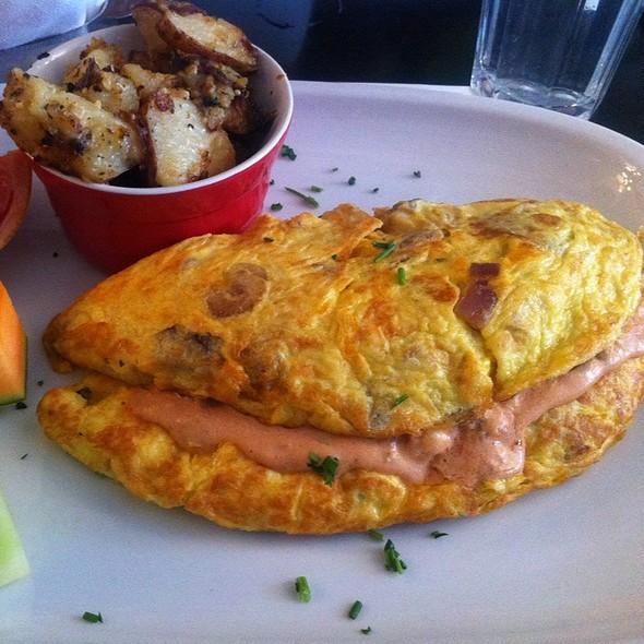 Huevos Rancheros Omelette @ Restaurant L'Avenue
