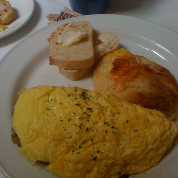 Vegetarian Omelet And Baked Mashed Potatoes @ Elite Cafe Inc