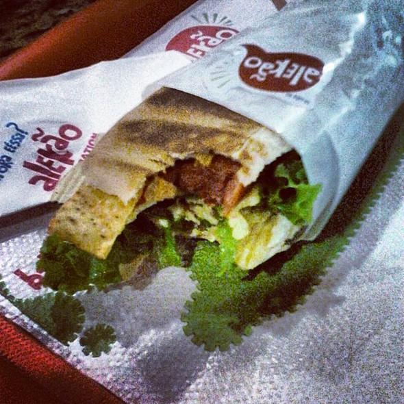 alekão: hot dog's excêntricos e bem humorados   ie #yummy #  #hungry #gluttony porn #succulent photo sgram  #share_food #instafood #lovefood #delish #miam #nomnom #instamood #instagood #igersmania #igersmanila #igdaily #webstagram #ignation #igersbrasil # @ Alekão