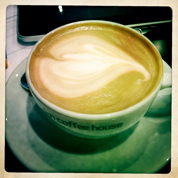 Flat White @ Camden Coffee House Balham