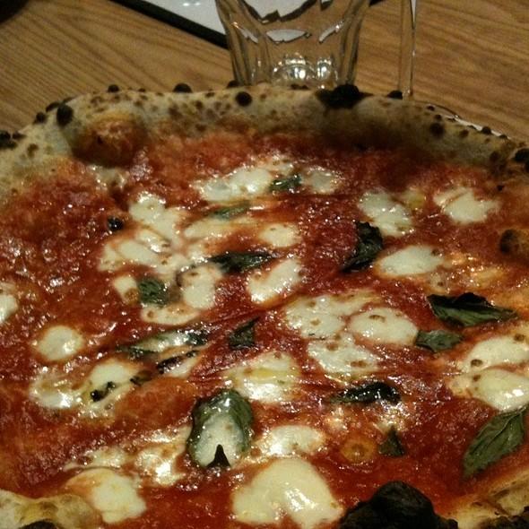 Pizza Margherita @ Pizzeria Libretto
