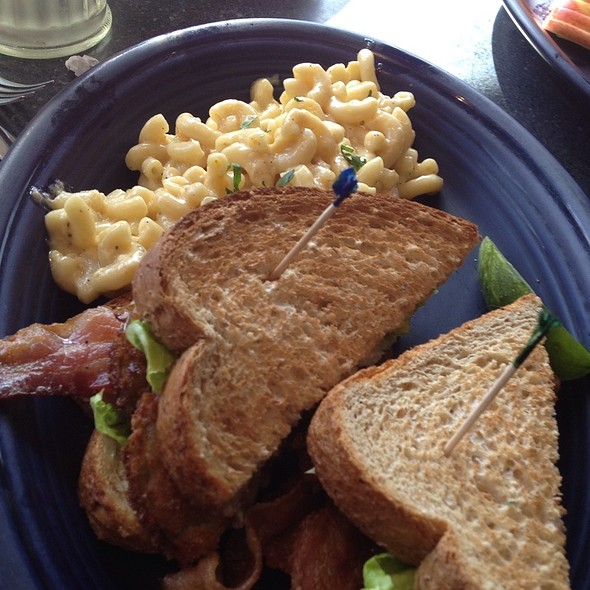 Fried Green Tomato Blt With Baked Mac N Cheese @ Hot Suppa