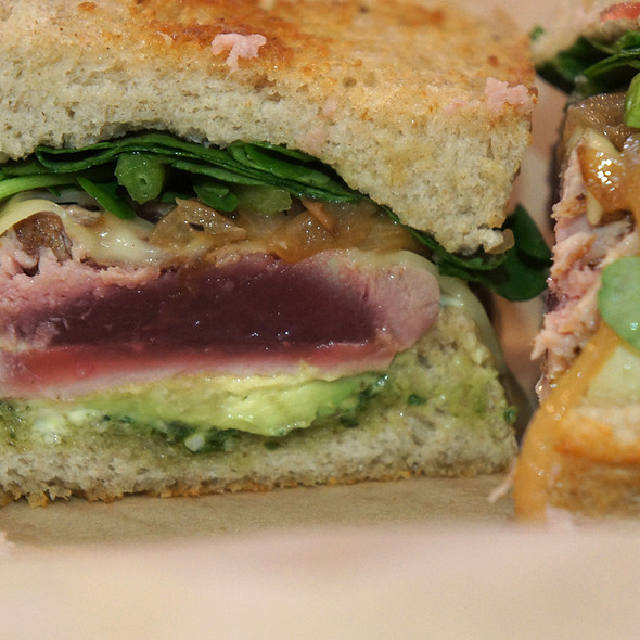 seared ahi sandwich @ Leoda's Kitchen & Pie Shop