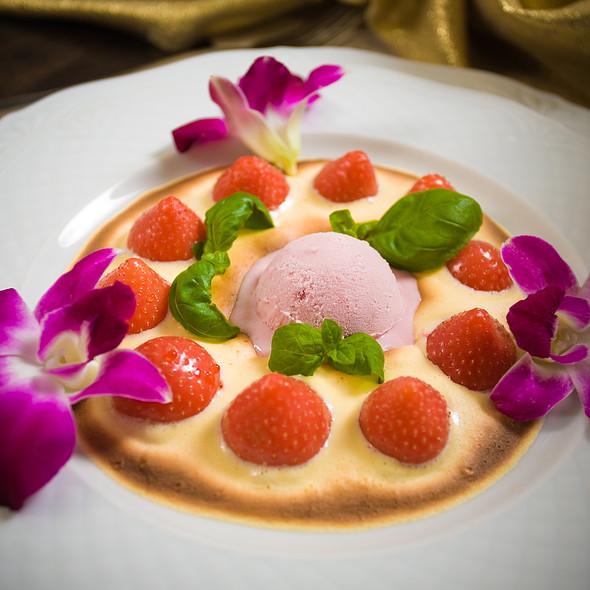 Dessert @ Zamek w Krokowej. Restauracja, hotel, uroczystości okolicznościowe