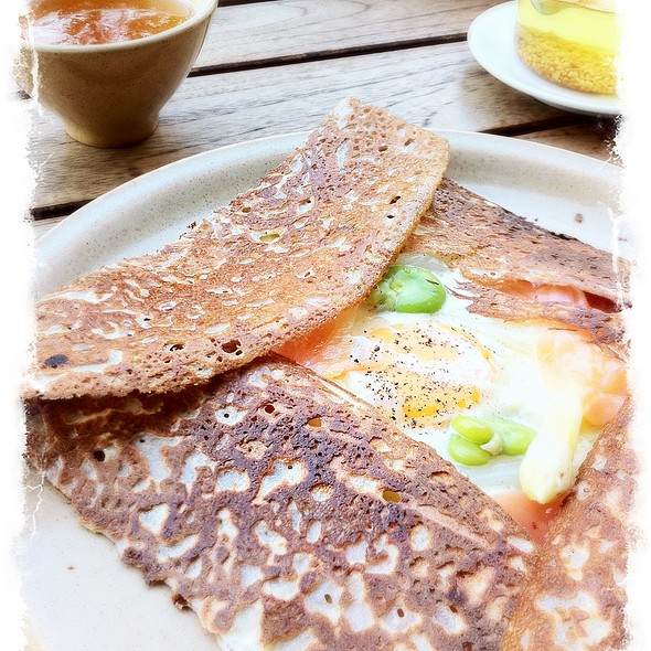 Galette with egg, white asparagus and salmon @ ブレッツカフェ クレープリー