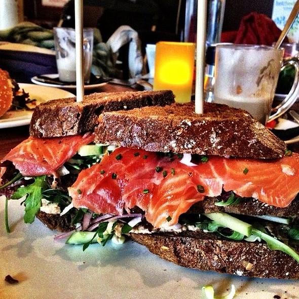 Clubsandwich Fish @ Het Heden Restaurant en Tuin