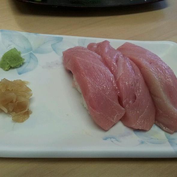 niguiri de atum toro  #sushi @ Peixaria Uo Katsu Alimentos Ltda