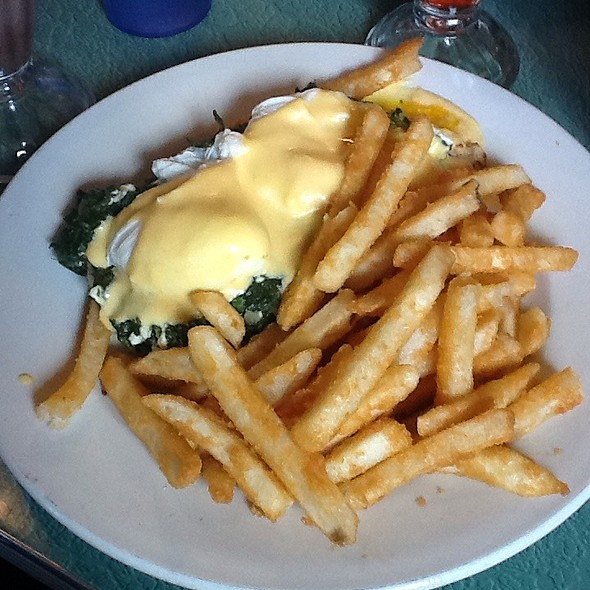 Eggs Florentine @ Tom's Restaurant