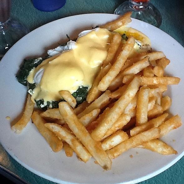 Eggs Florentine @ Tom's Restaurant