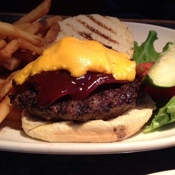 Smokehouse Burger @ Barnaby's of America