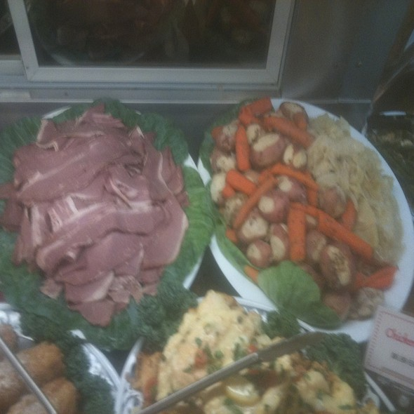 Corned Beef W/ Cabbage Carrots & Potatoes @ Annie's Vintage Gourmet Market