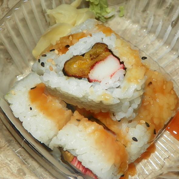 Cali Ocho Sushi Roll @ Sushi Maki