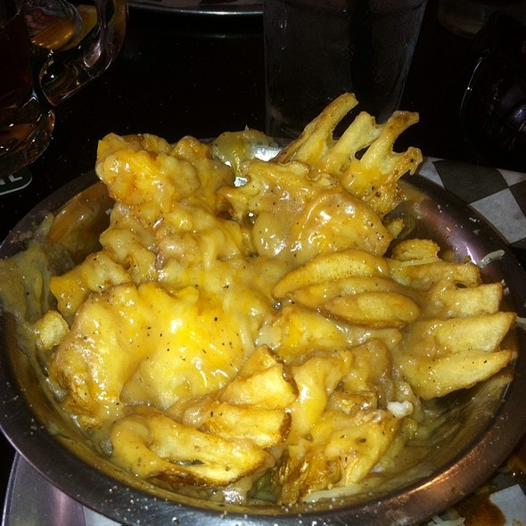 Fries With Brown Gravy And Cheese