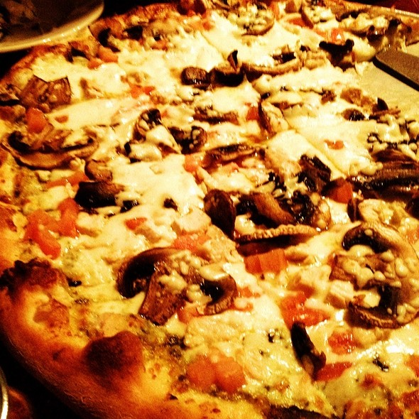 Chicken Pesto Pizza With Mushrooms @ Pepino's Pizza & Ristorante