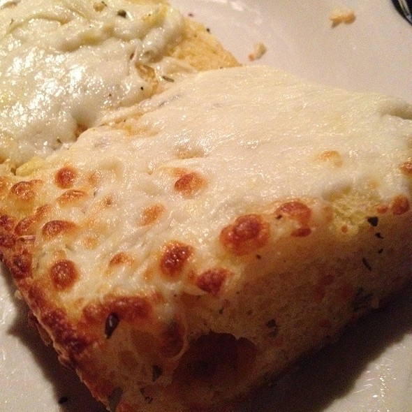 fresh garlic cheesebread @ Pepino's Pizza & Ristorante