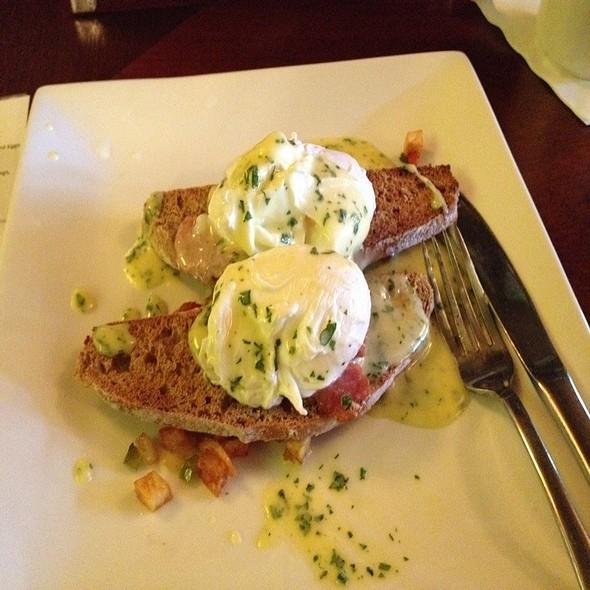 Irish Eggs Benedict @ Mac McGee's
